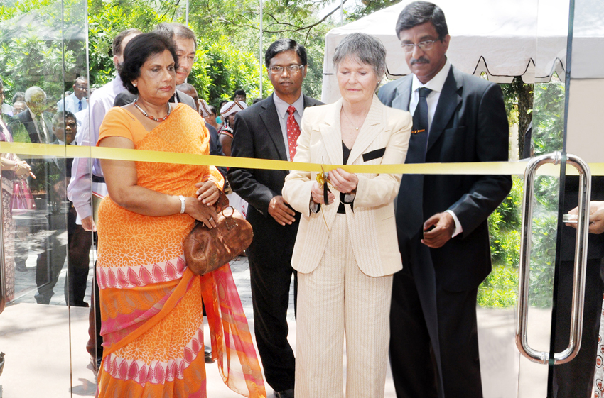 Opening of the UNESCO Madanjeet Singh Centre for South Asia Water Management building by Mme France Marquet