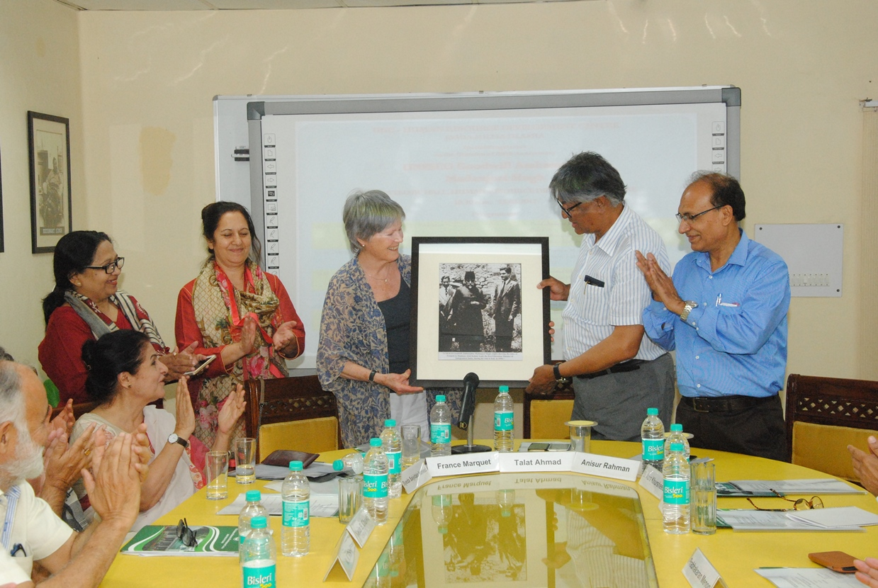 Mme. France Marquet, Trustee -MSF Presenting Amb. Madanjeet Singh Photograh to Prof. Talat Ahmad Vice Chancellor of Jamia Milia Islamia